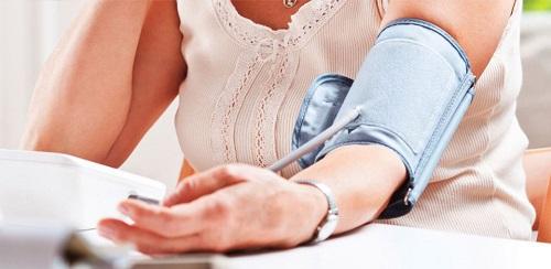 Bị tụt huyết áp nên làm gì
